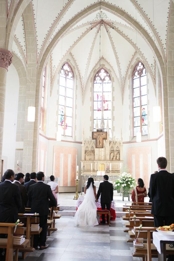 Hochzeitspaar am Traualtar